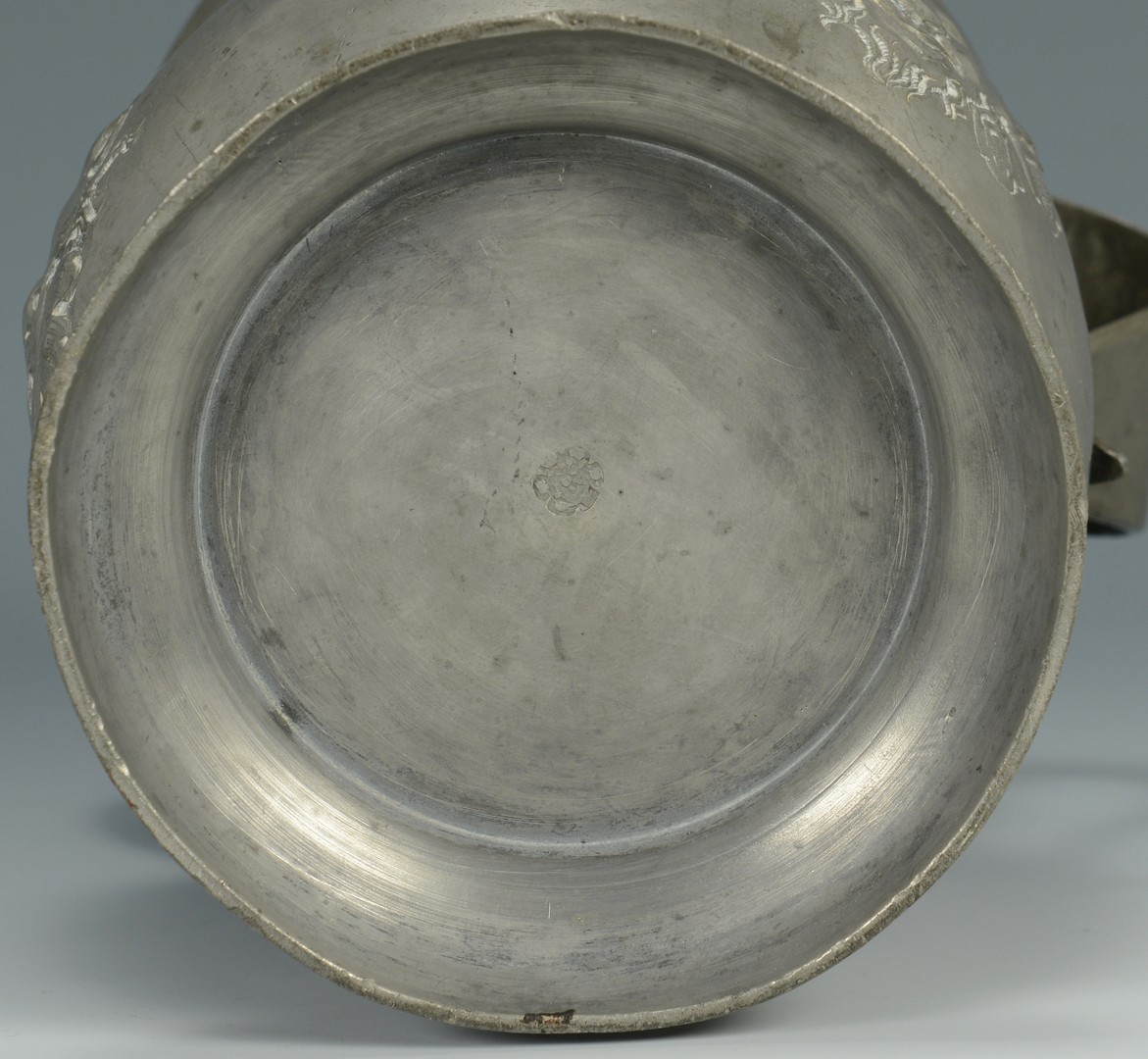 Lot 770: 7 pcs Pewter Hollowware