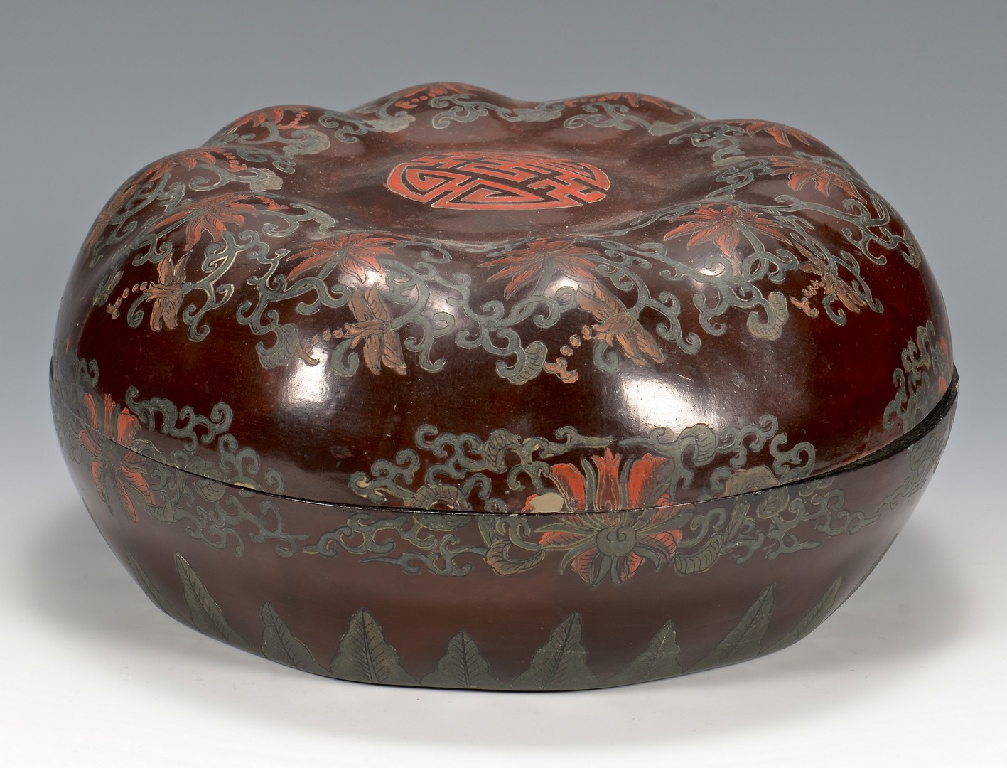 Lot 787: Group of 5 Asian Decorative Items
