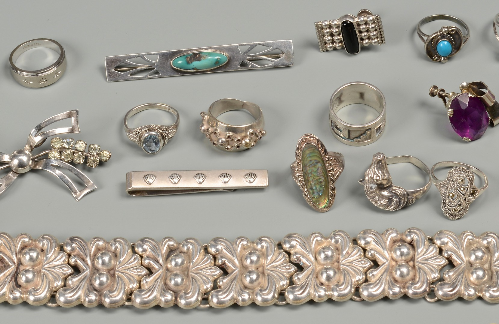 Lot 827: Assorted Grouping of Jewelry