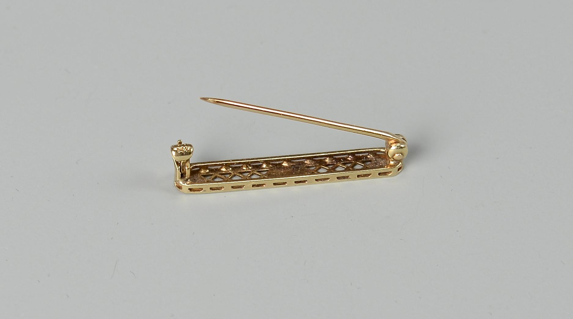 Lot 829: 4 pcs Victorian Jewelry