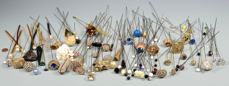 Lot 832: Assorted Vintage Women's Hat Pins