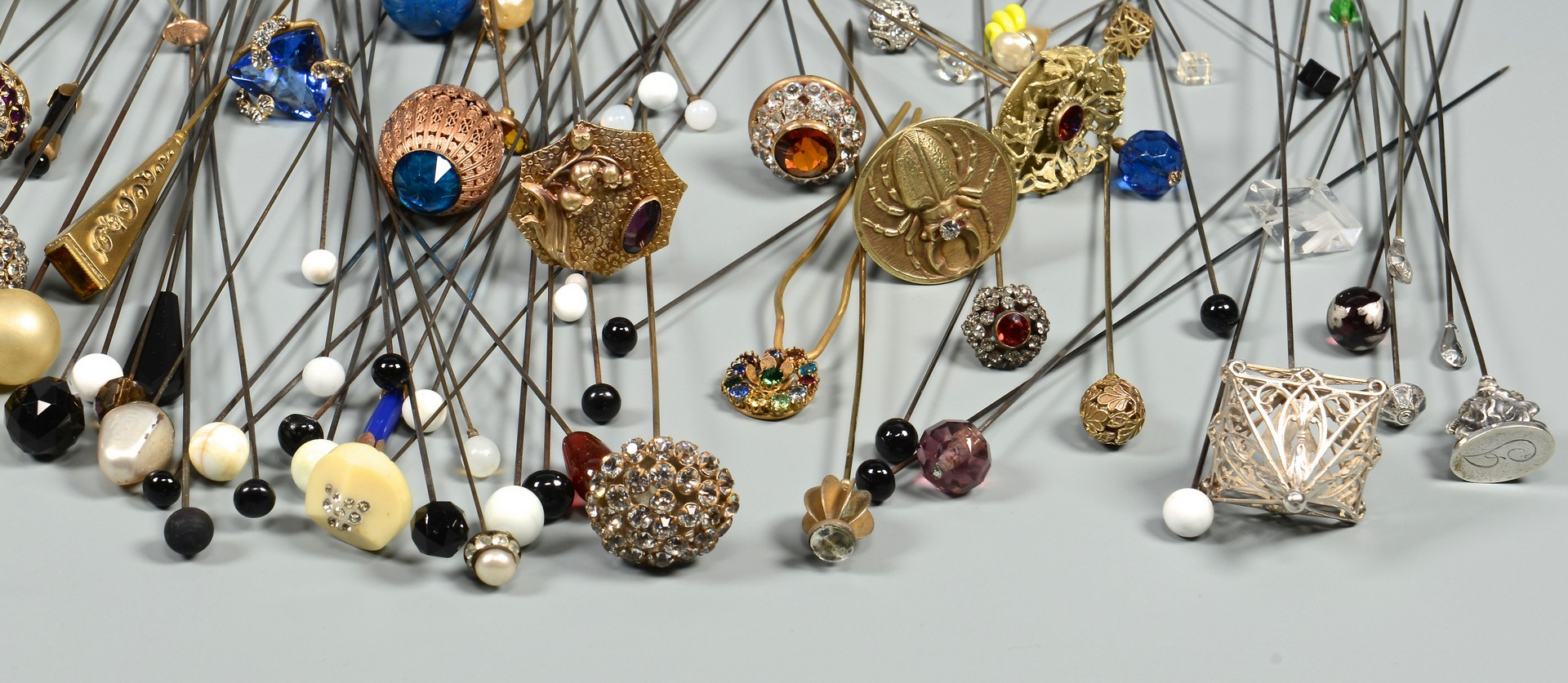 Lot 832: Assorted Vintage Women's Hat Pins