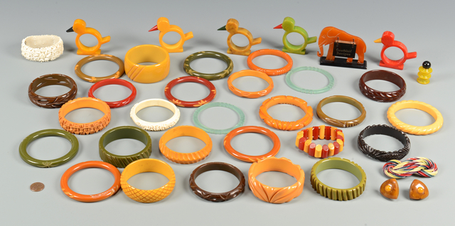 Lot 833: Vintage Bakelite, Jewelry and More