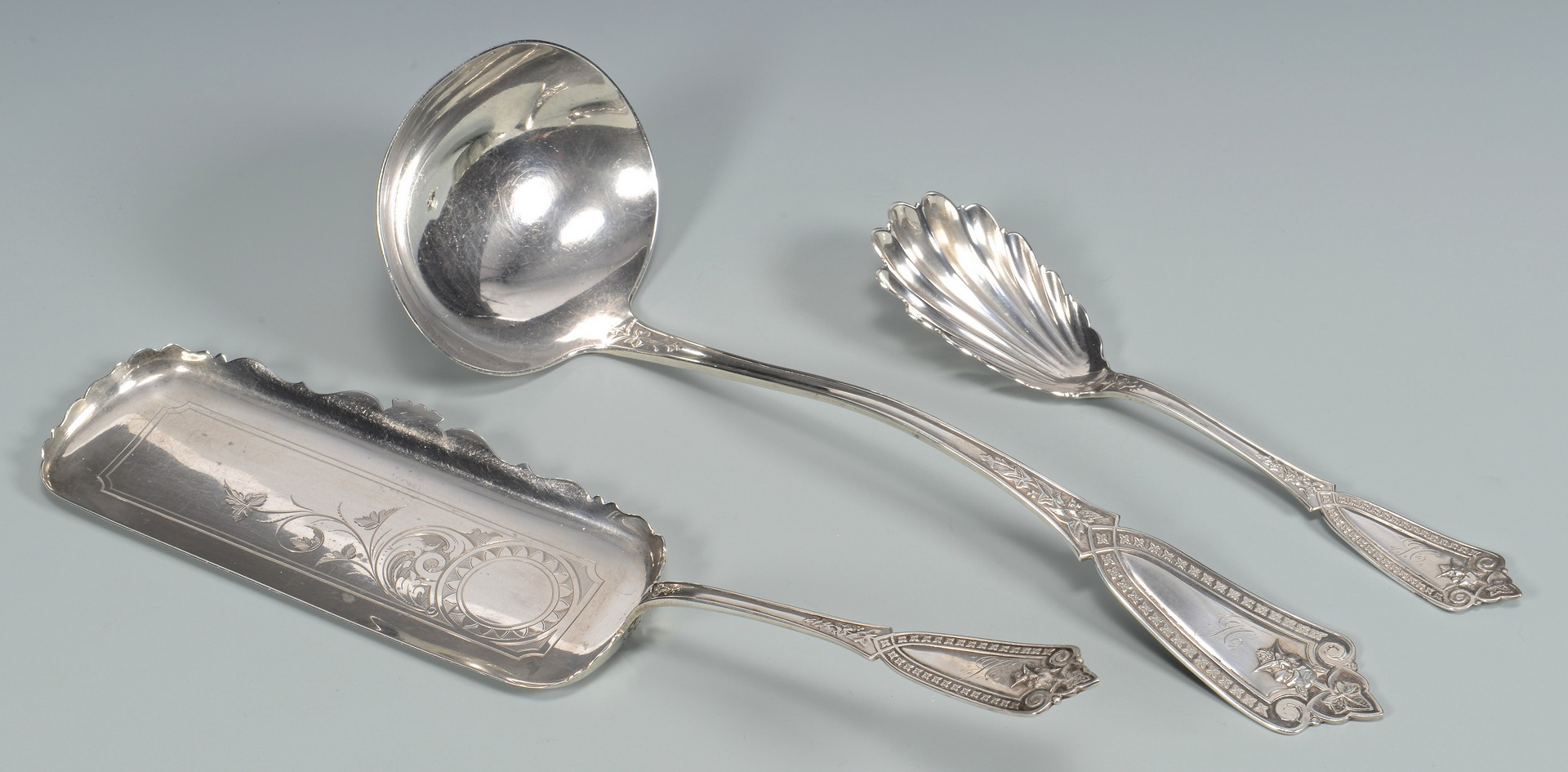 Lot 86: 3 pcs E. A. Tyler Silver, Ivy Mask Pattern New Orleans