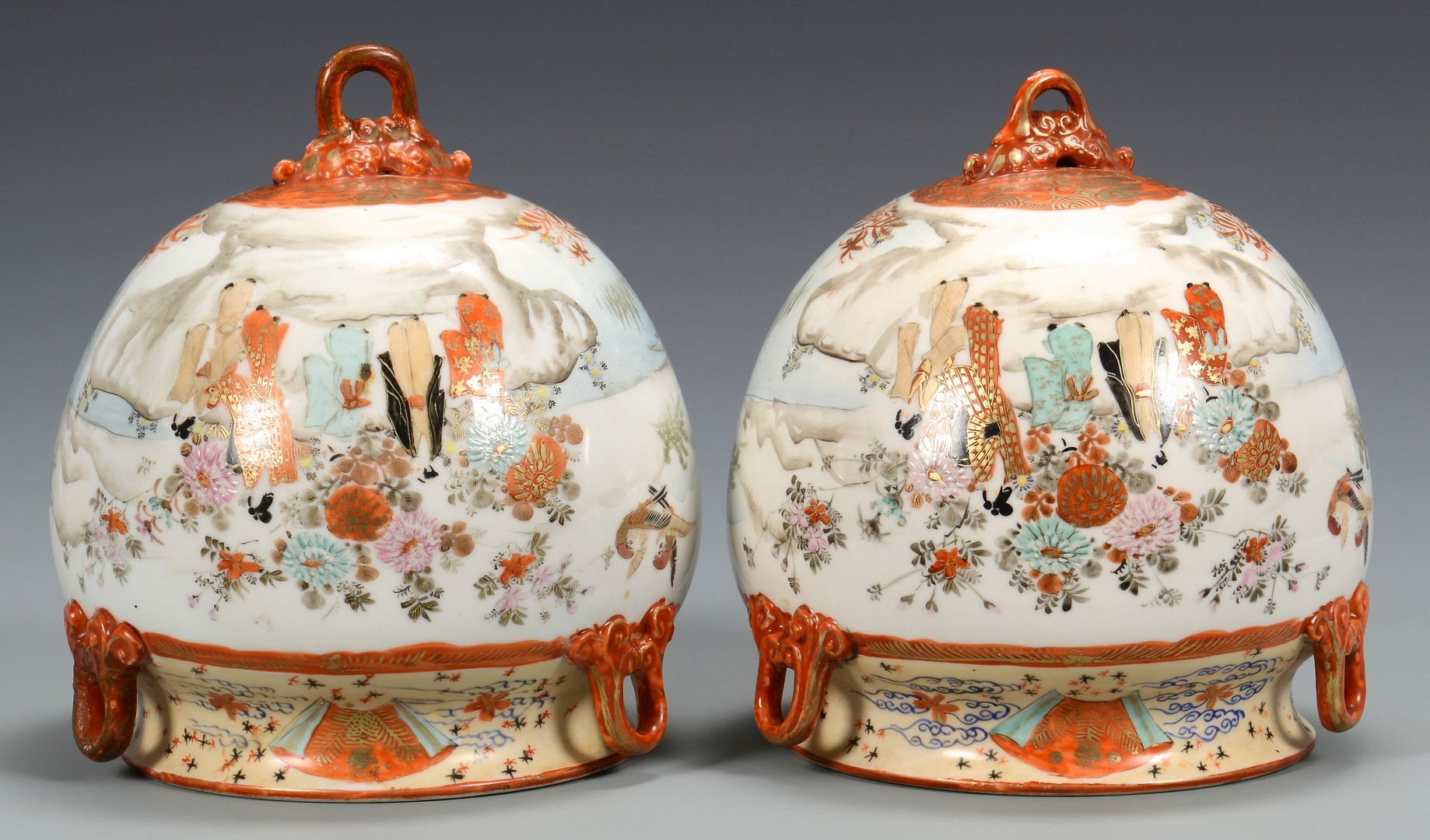 Lot 3832426: 4 Japanese items: 2 vases, 2 Femers