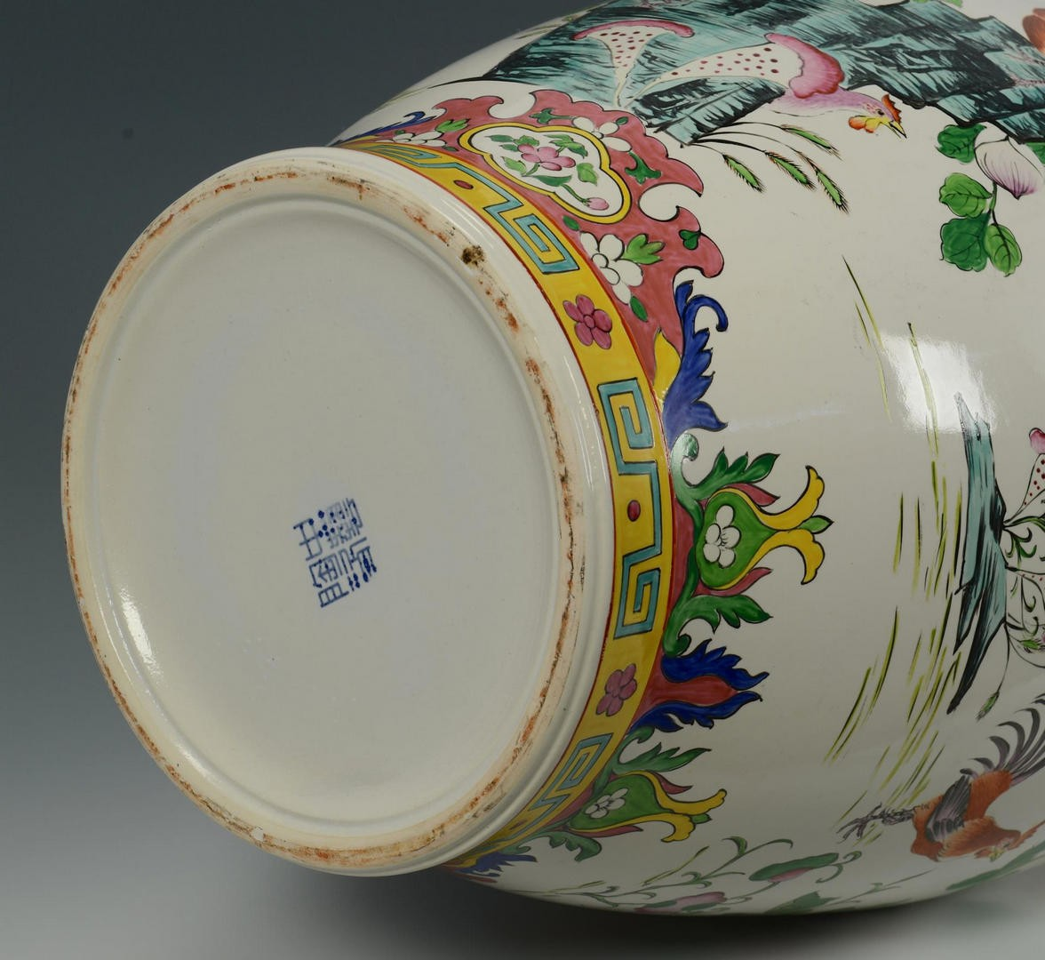 Lot 3832466: 2 Chinese Ceramic Decorative items
