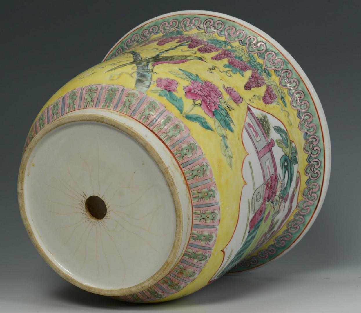 Lot 3832466: 2 Chinese Ceramic Decorative items
