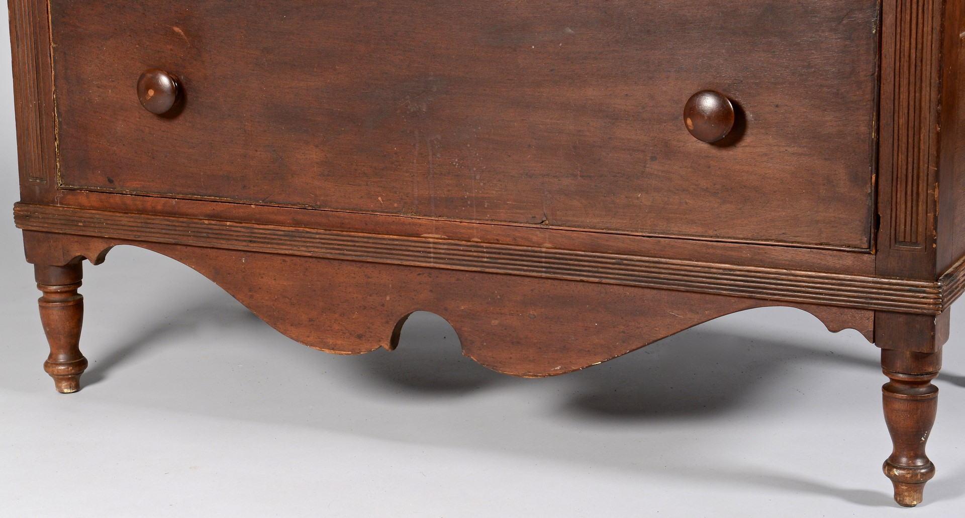 Lot 106: Kentucky walnut chest of drawers, reeded stiles