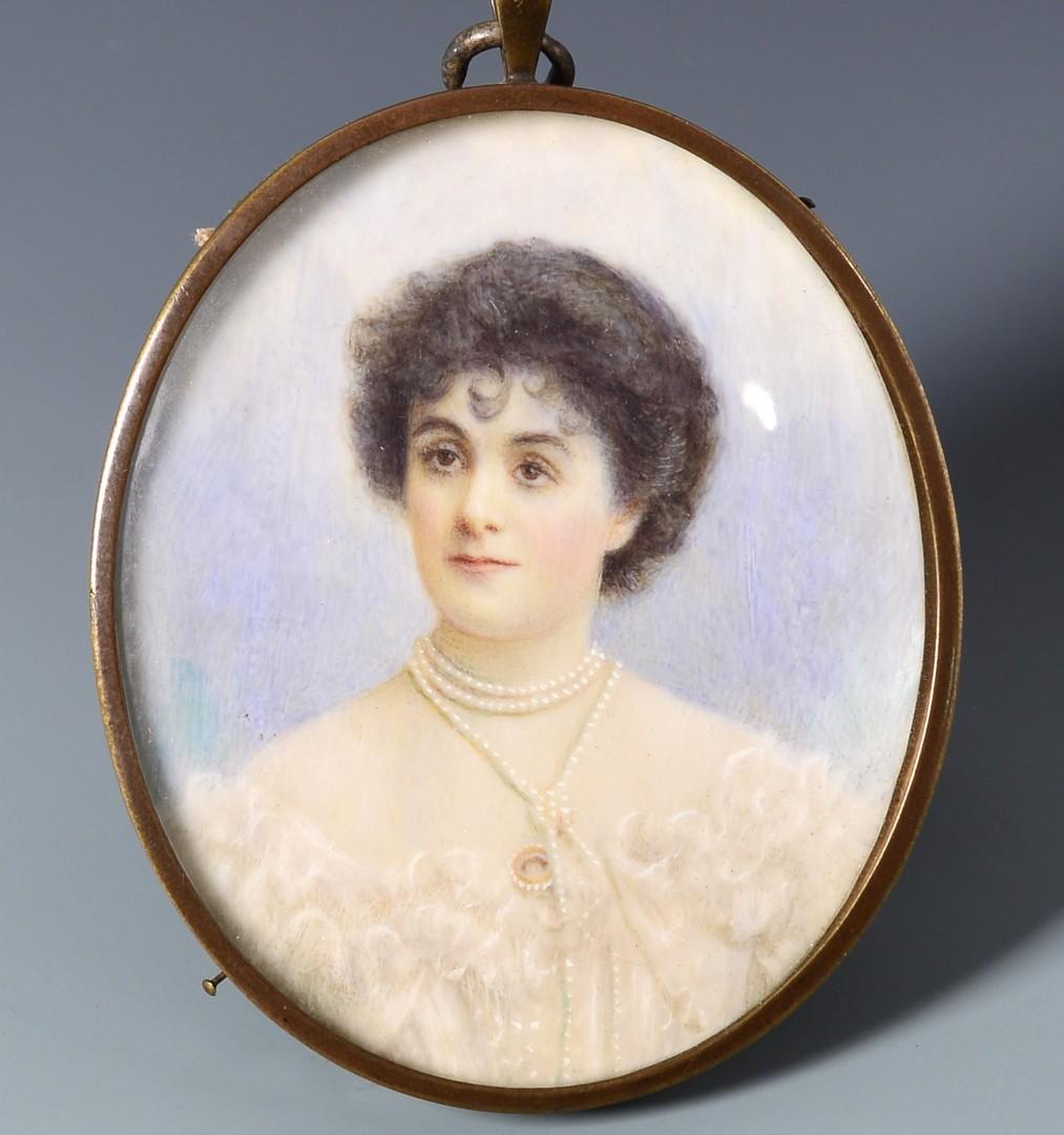 Lot 225: 3 miniature portraits