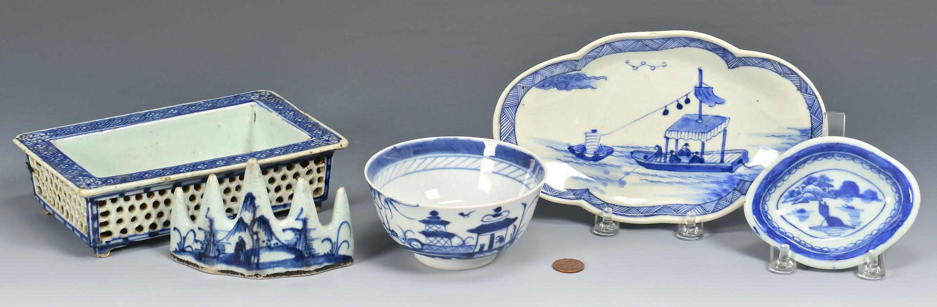 Lot 22: 5 Chinese Blue and White Porcelain Items