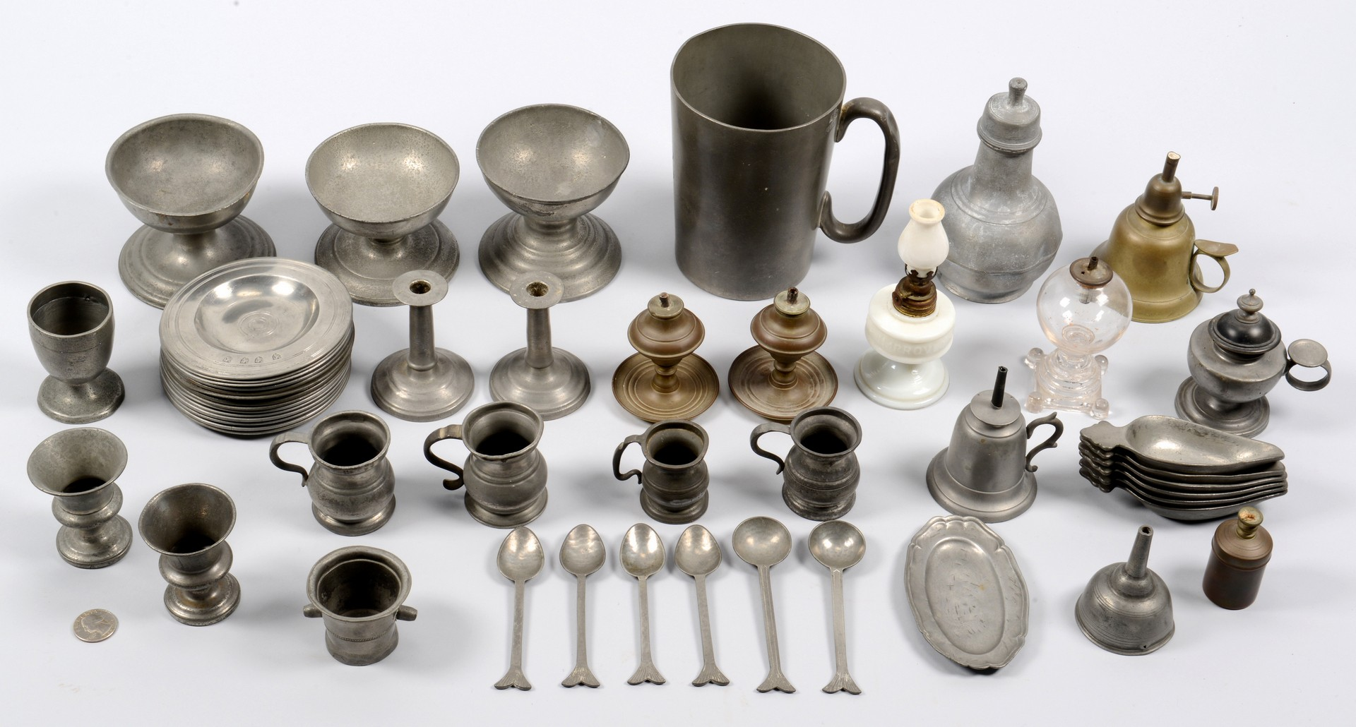 Lot 316: Assorted pewter and lighting, 51 items