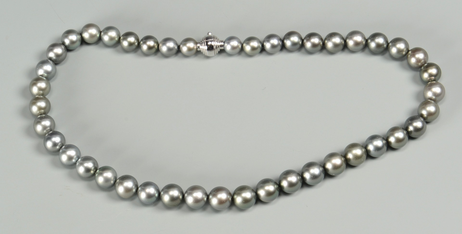 Lot 342: Tahitian Pearl Necklace, 18k clasp