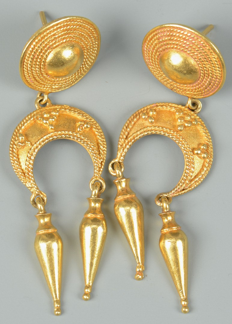 Lot 353: Pair of 22k Byzantine Gold Earrings
