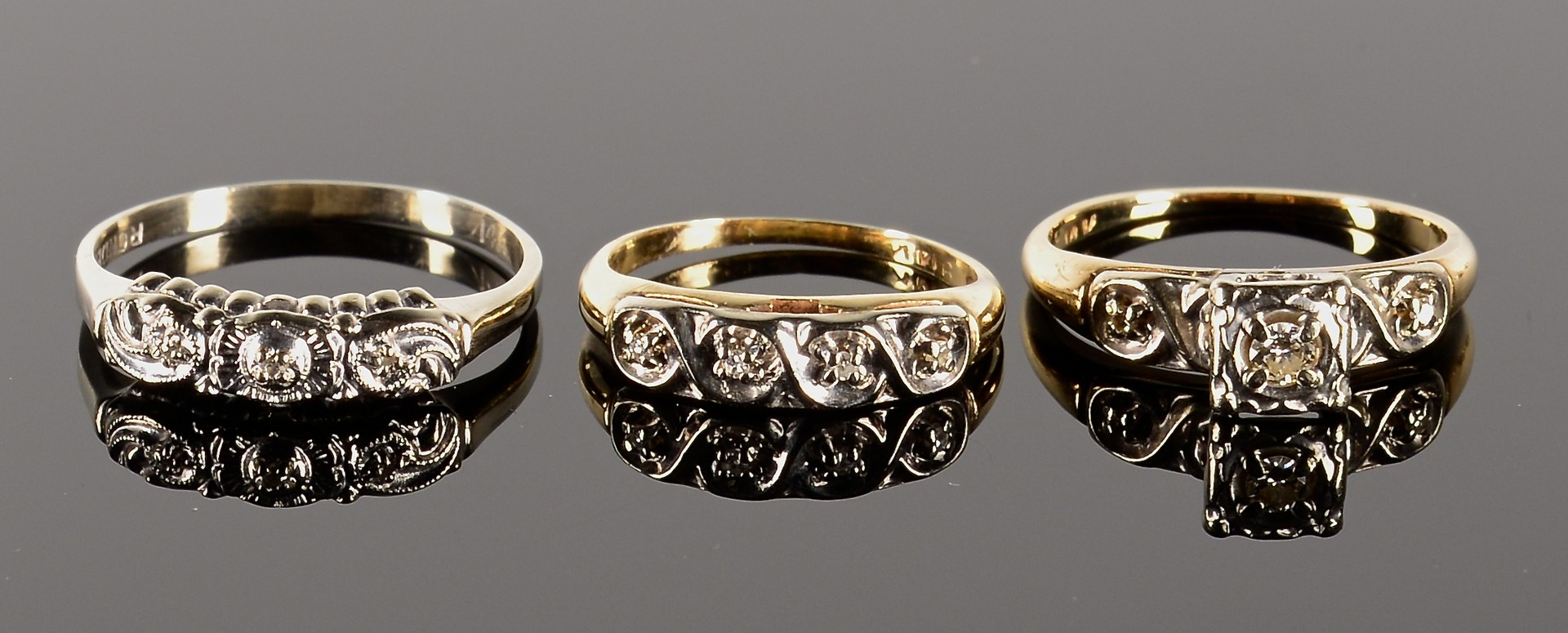 Lot 359: Group of 11 vintage jewelry items