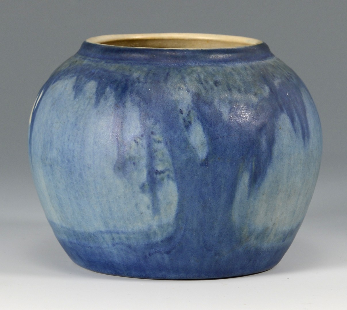 Lot 473: Newcomb College Art Pottery Vase