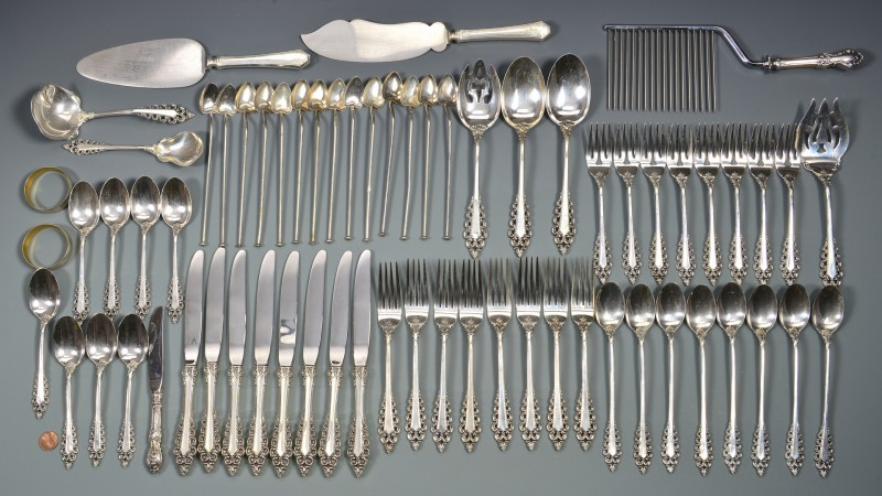 Lot 570: Lunt Florentine Scroll Flatware plus other sterlin