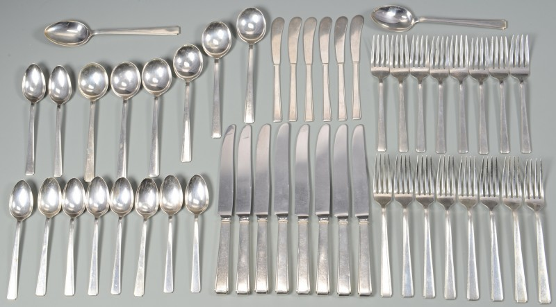 Lot 573: Lunt Modern Classic Sterling Flatware, 53 pcs.