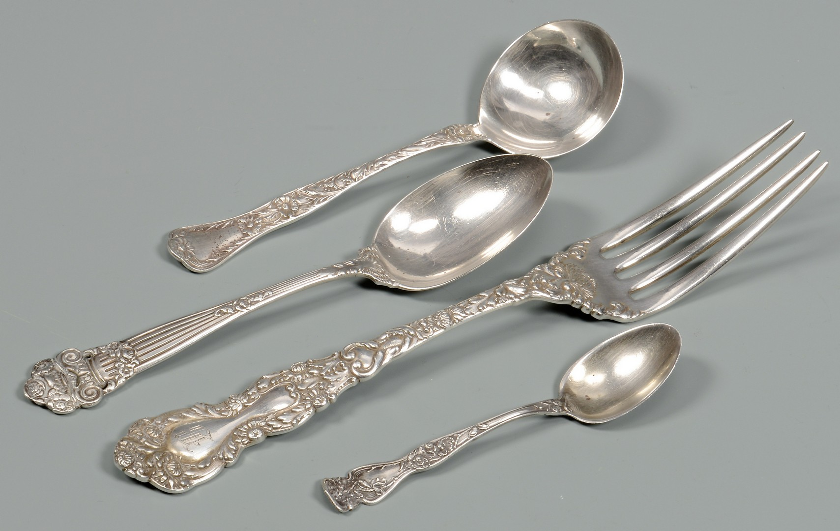 Lot 581: 23 pcs sterling and coin flatware inc. Memphis