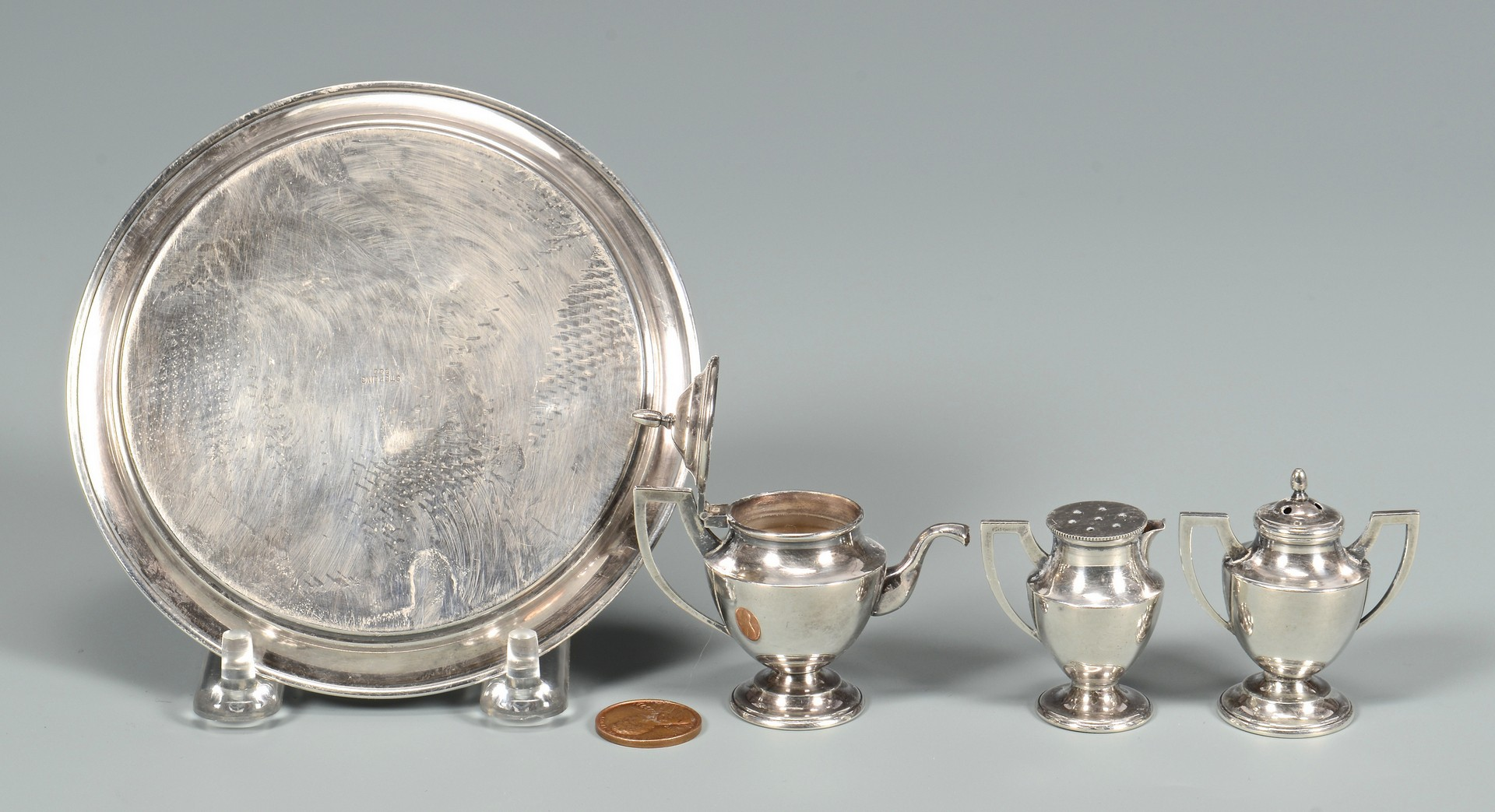 Lot 583: Small silver items plus enamel boxes