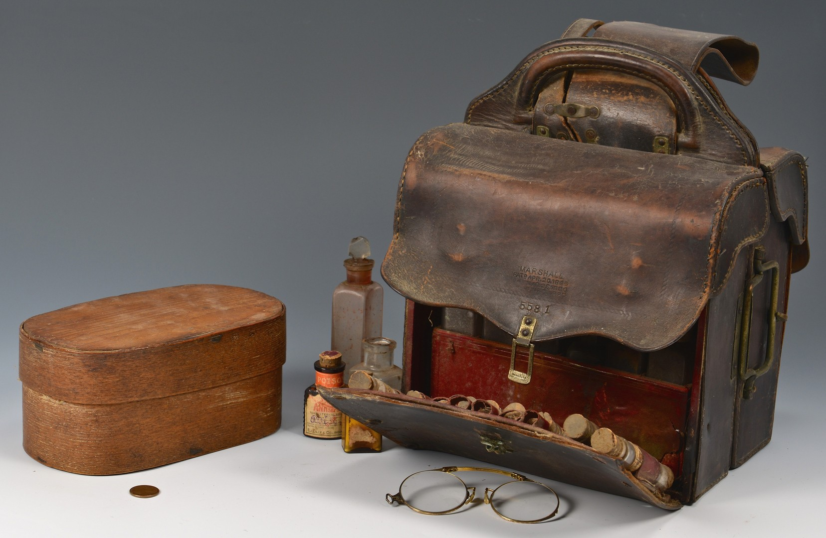 Lot 615: East TN Medical Saddle Bags & Shaker style box