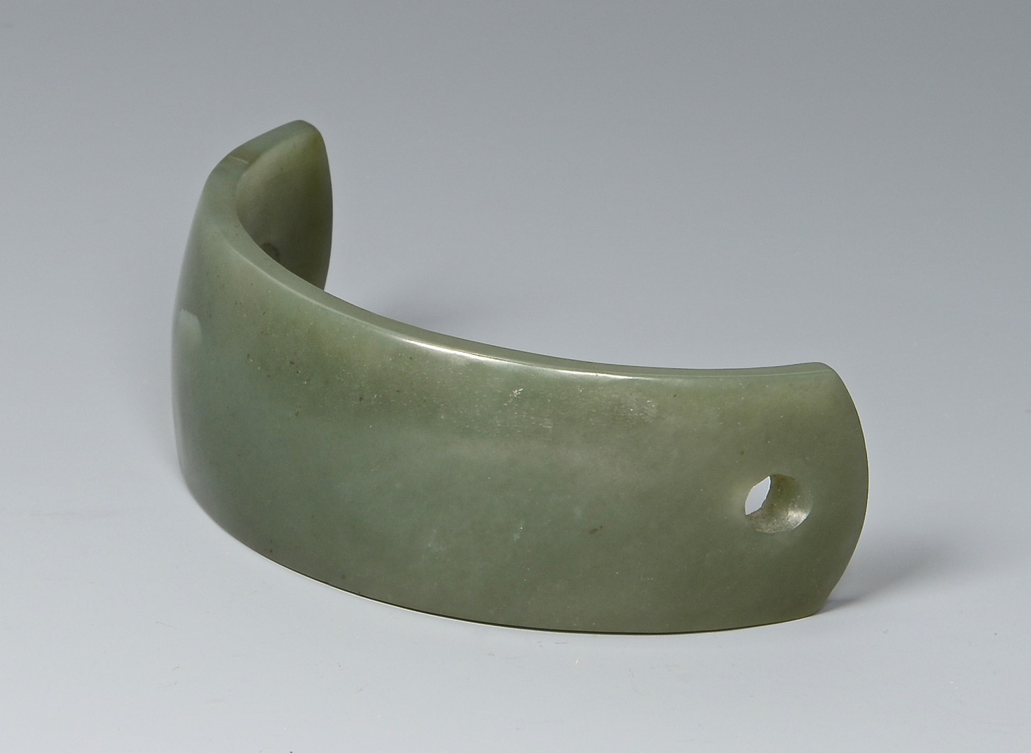 Lot 701: 3 Chinese jade and hardstone items inc. bowl, armb