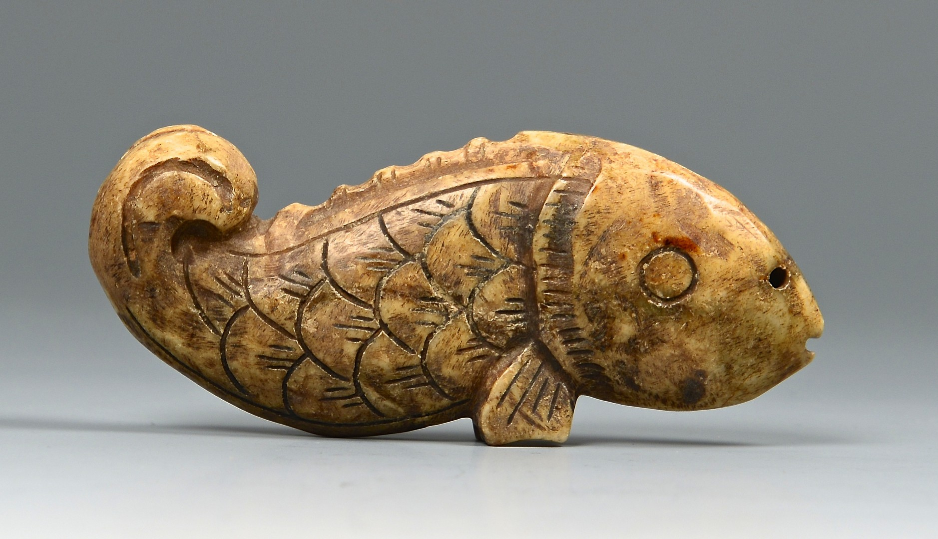 Lot 707: 6 hardstone toggles including fish