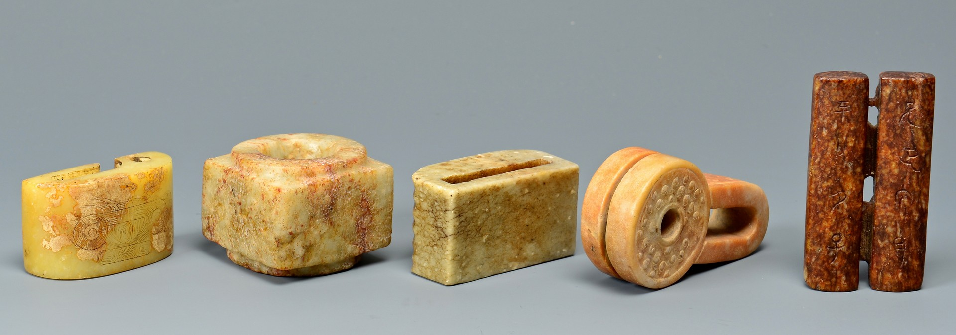 Lot 711: Chinese archer rings, cow & other hardstone items
