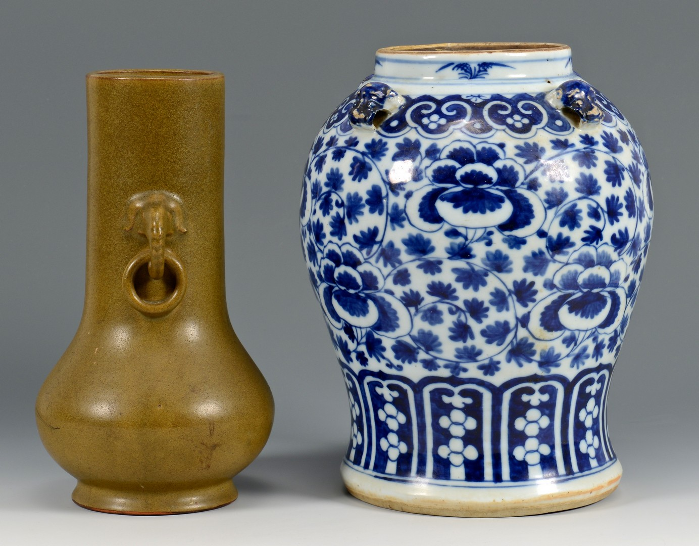 Lot 720: 2 Chinese Porcelain Vases