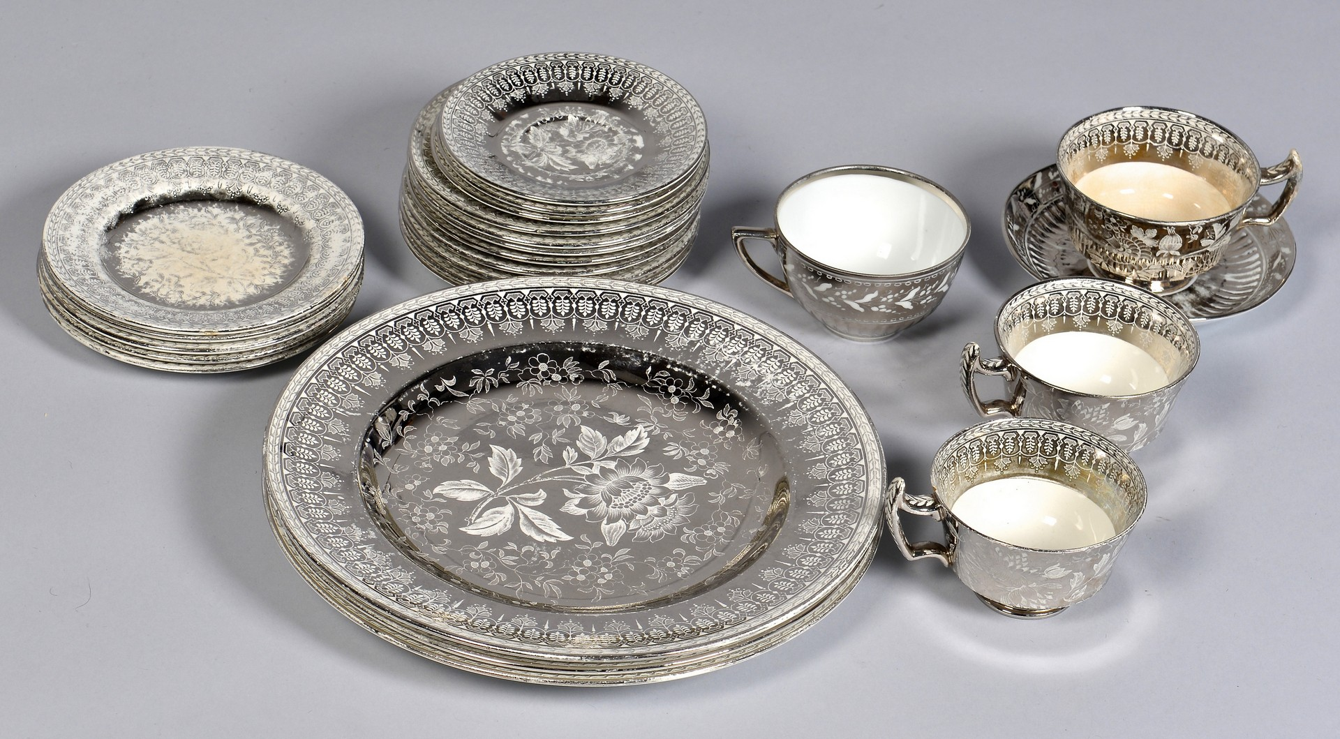 Lot 729: Wedgwood Etruria Silver Luster Dinner Ware