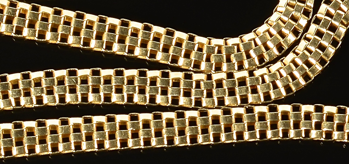 Lot 73: 14K Gold Necklace with Panther clasp