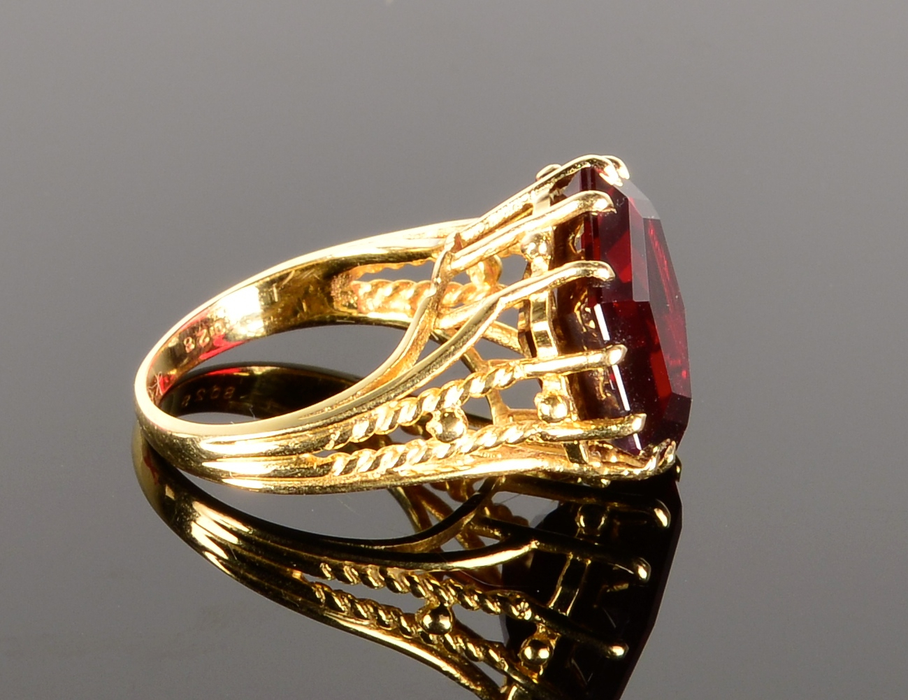 Lot 798: 14K Yellow Gold Ring w/ Garnet