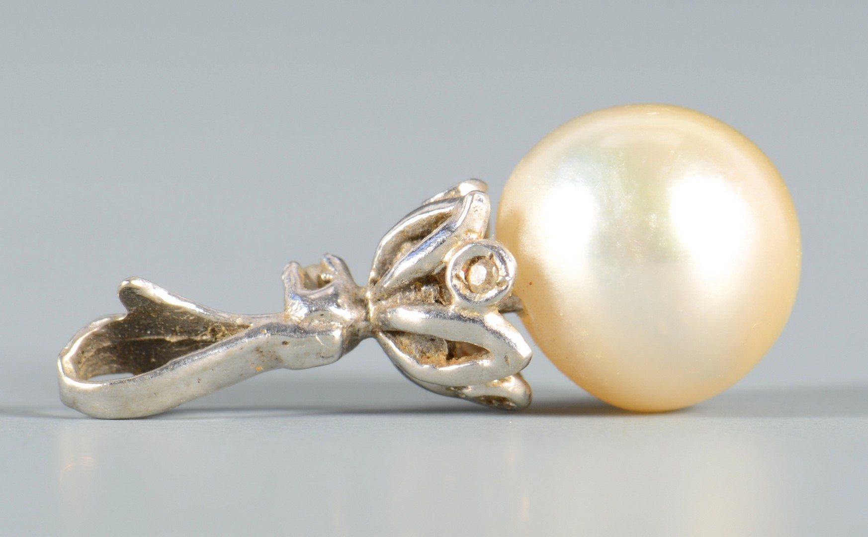 Lot 801: Natural American Pearl w/ 14k Gold Clasp