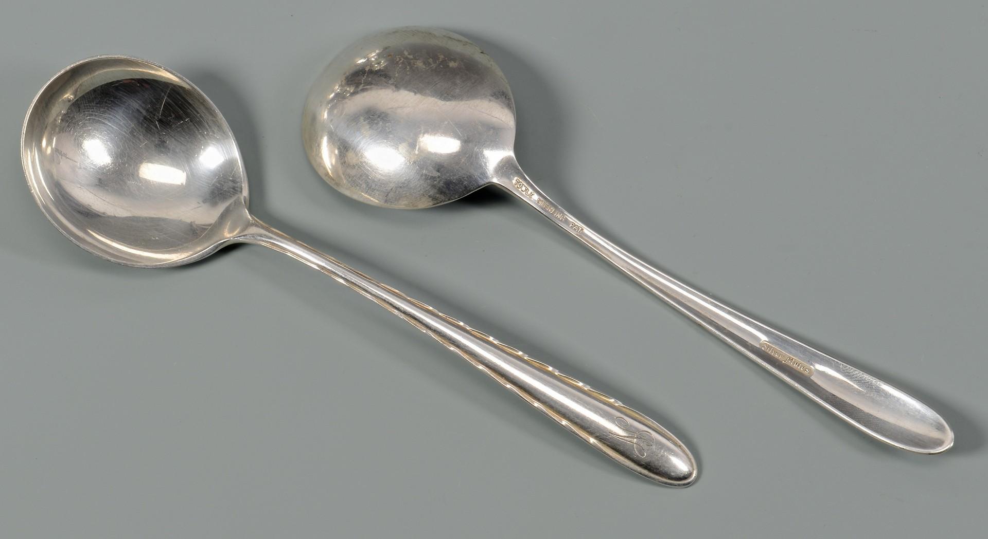 Lot 805: 71 pcs flatware inc. Towle Silver Flutes