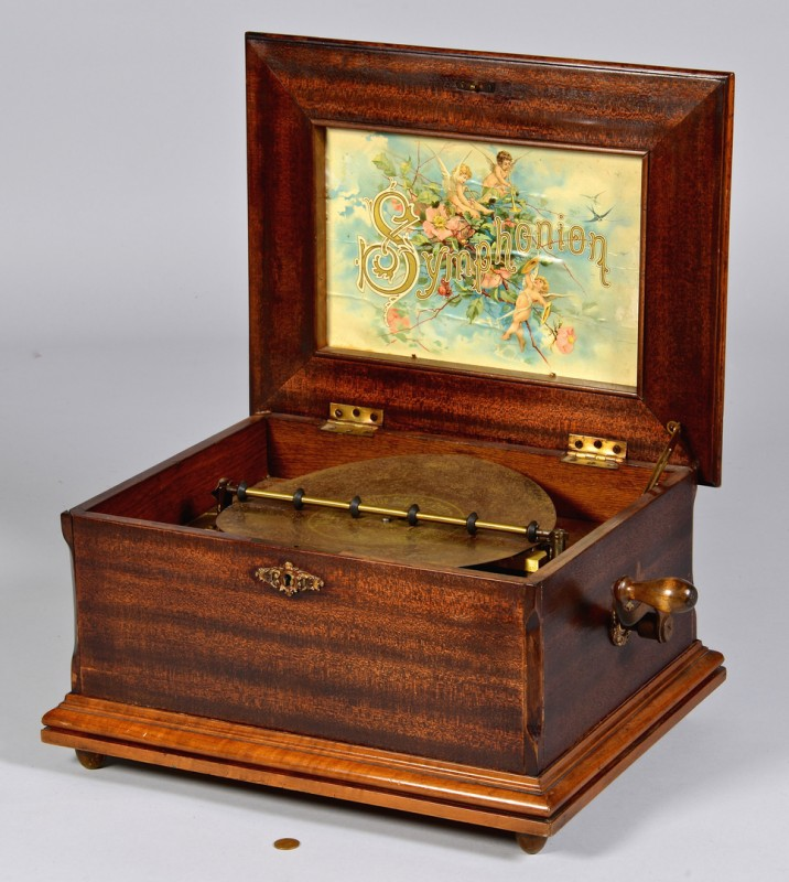 Lot 843: Symphonion Disc Music Box w/ discs