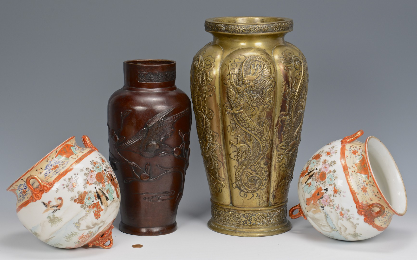 Lot 871: 4 Japanese items: 2 vases, 2 Ferners