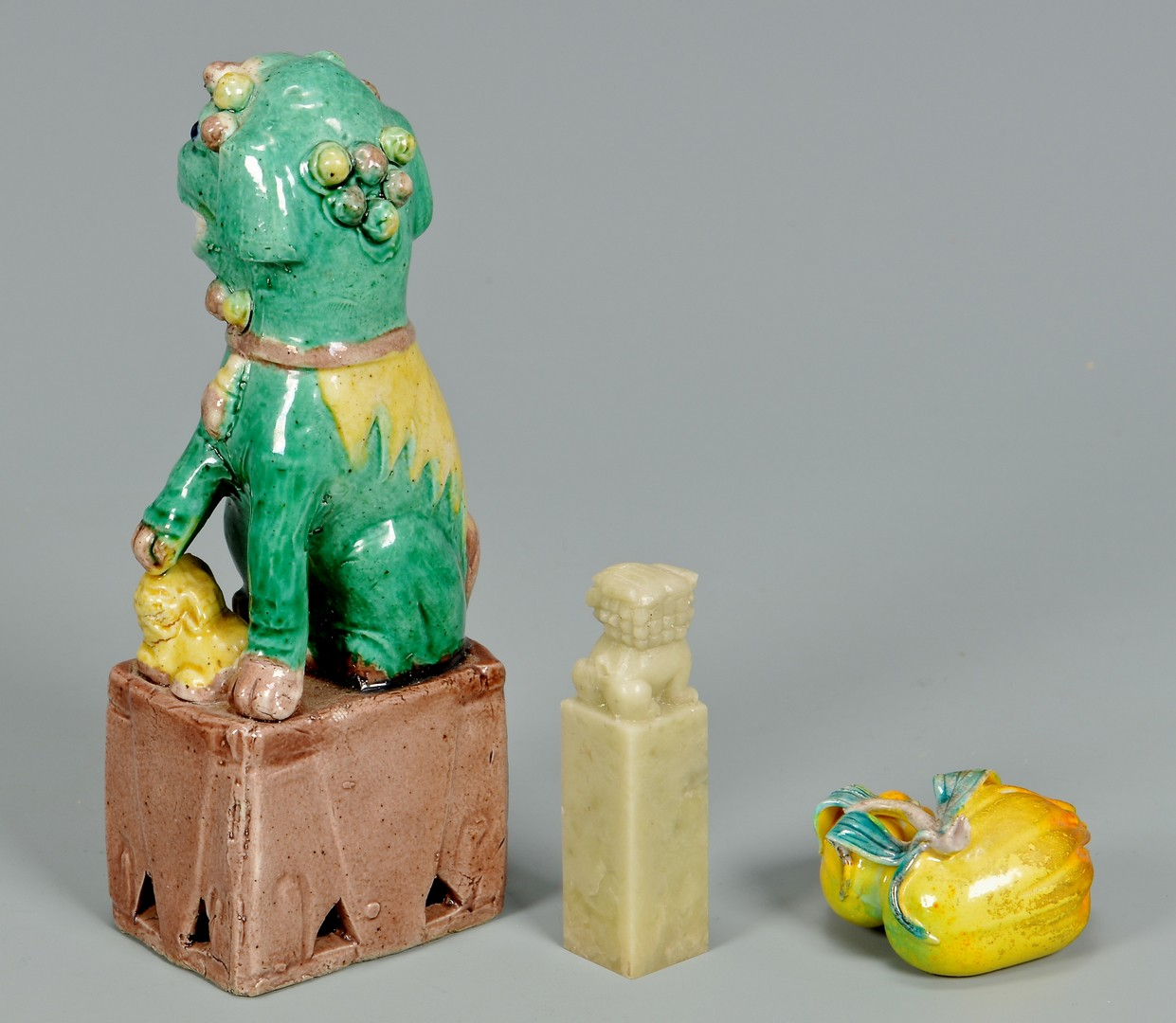 Lot 4010063: 10 Asian Decorative Items