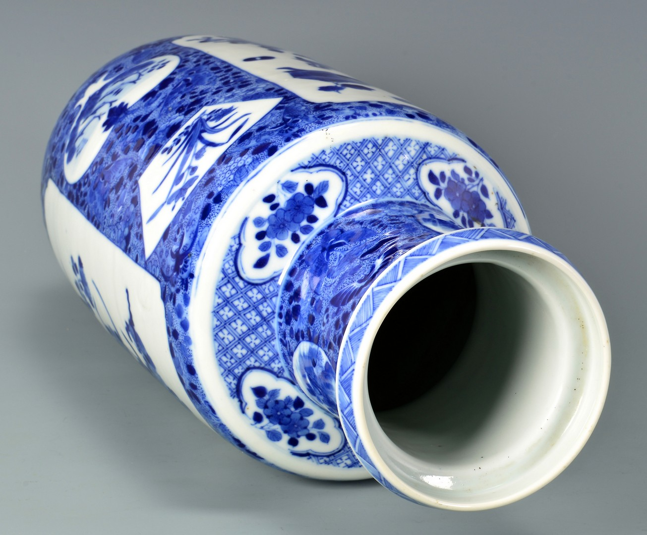 Lot 4010066: Chinese Blue & White Rouleau Vase