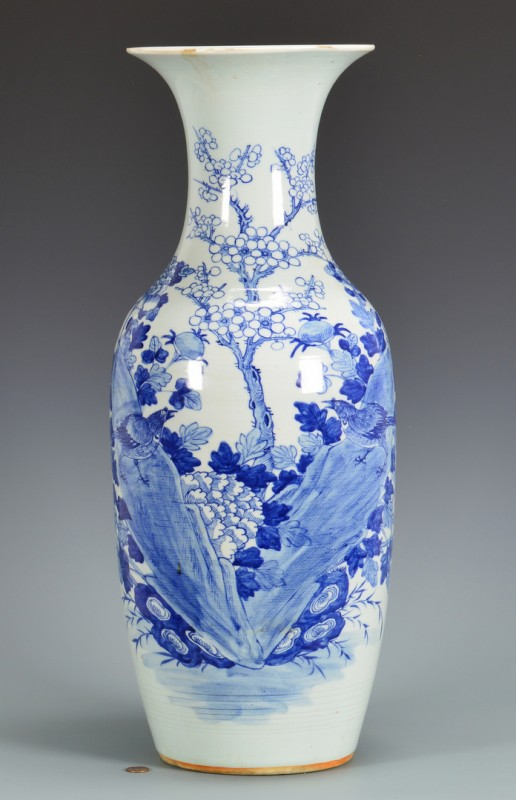 Lot 4010068: Large Chinese Blue & White Porcelain Vase