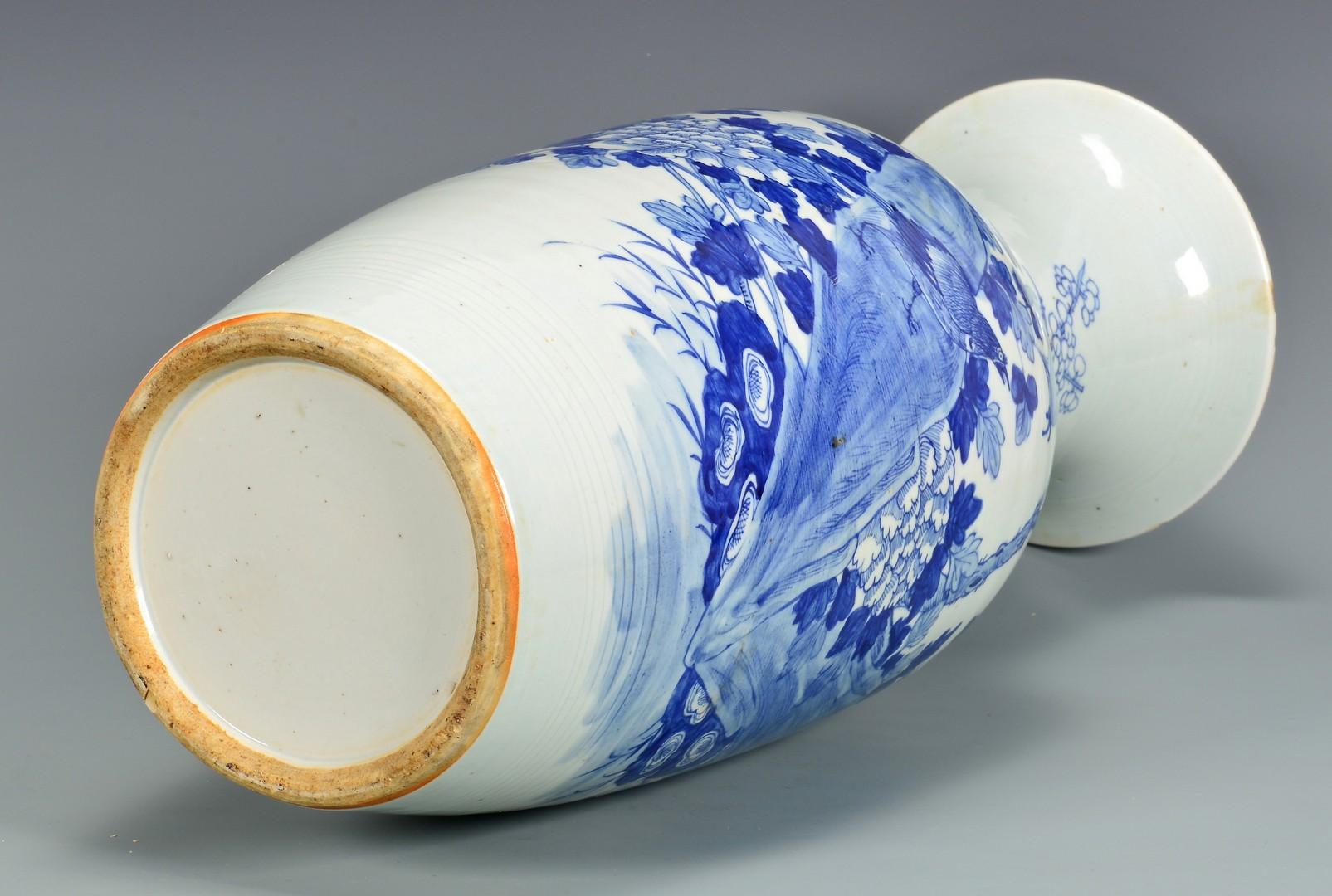 Lot 4010068: Large Chinese Blue & White Porcelain Vase