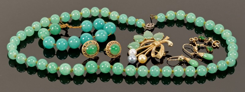Lot 4010097: Group jade jewelry including 14K