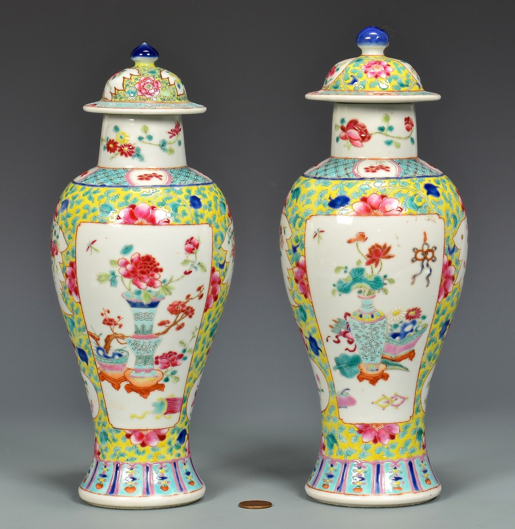 Lot 4010126: Pair of Chinese Famille Rose Jars
