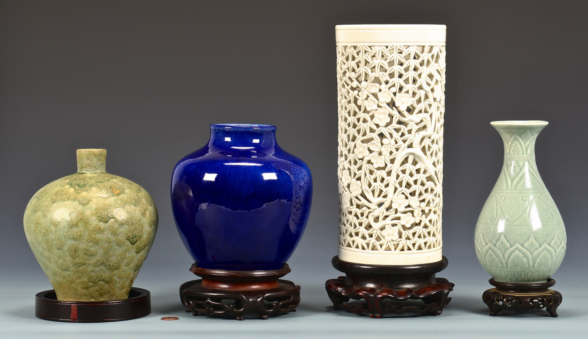 Lot 4010138: Group of 4 Asian Ceramic Items