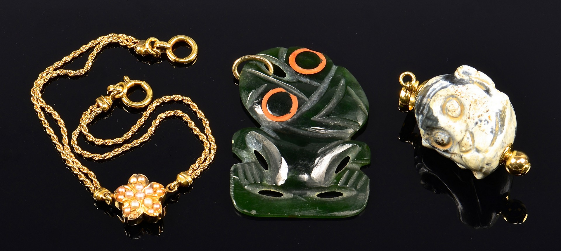 Lot 4010140: 3 Asian Jewelry items, incl. Jade