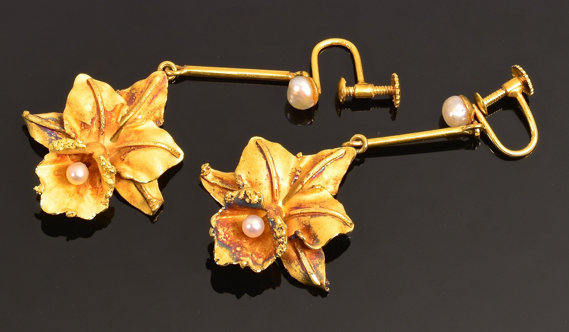 Lot 4010143: 18K Orchid Earrings and Pin
