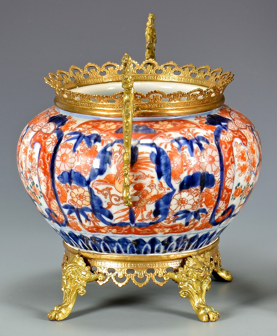 Lot 28: 2 Imari Jardinieres with gilt