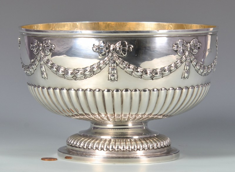 Lot 333: Edwardian Sterling Silver Center Bowl