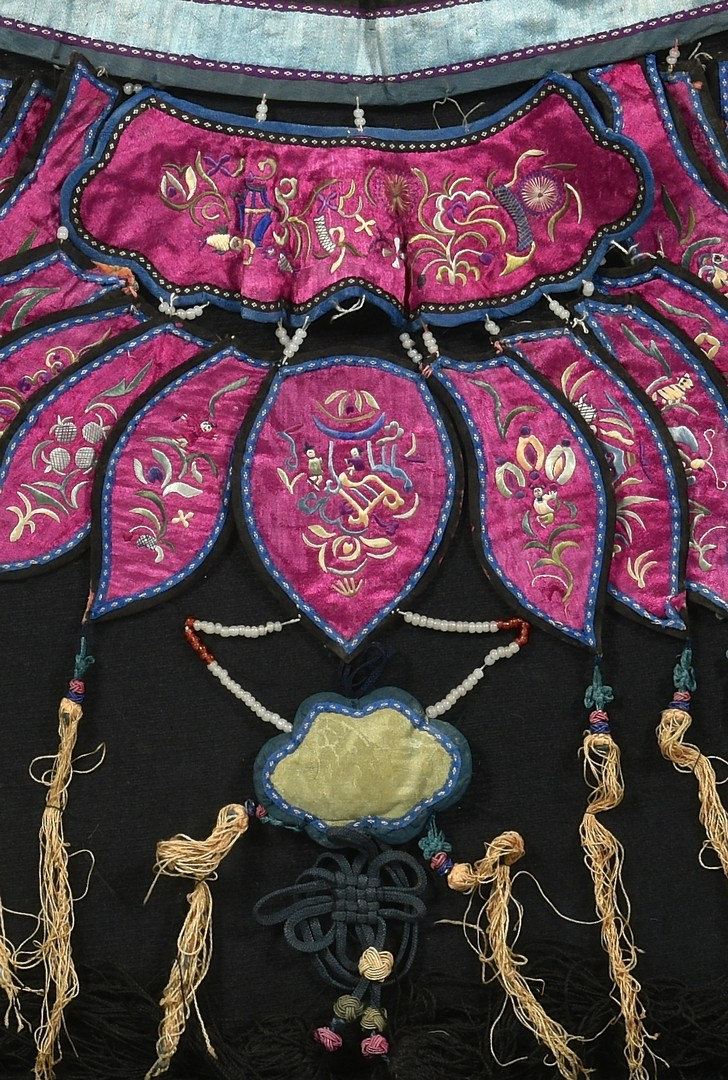 Lot 34: Chinese Embroidered Collar