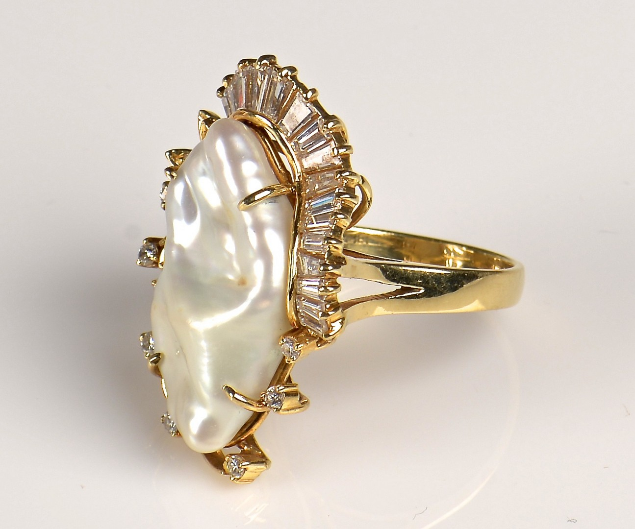 Lot 385: 18K Pearl and Diamond Ring
