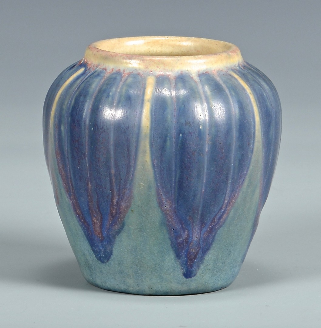 Lot 464: Newcomb Pottery Miniature Vase by Jonathan Hunt
