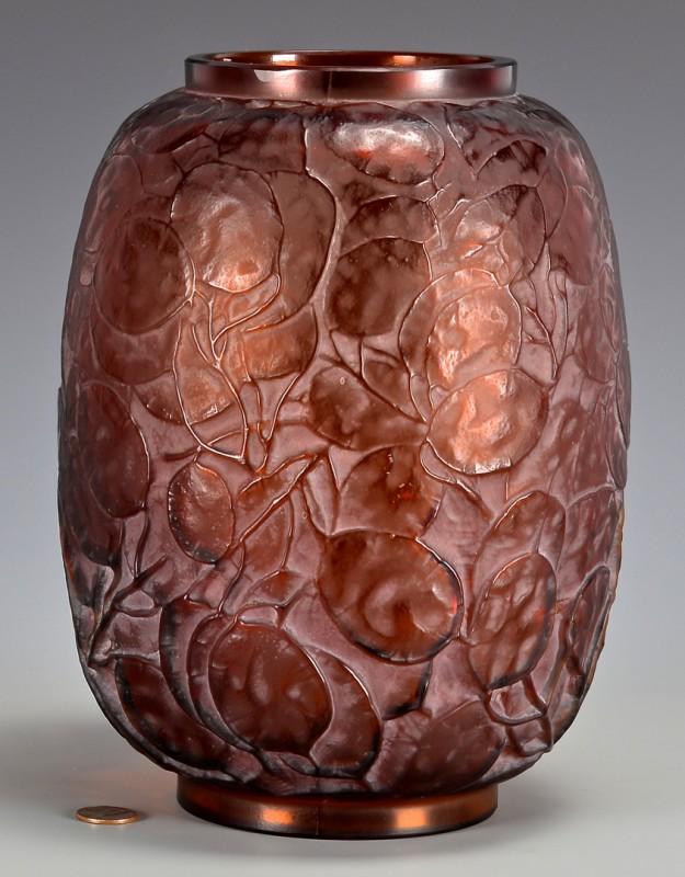 Lot 470: Lalique Monnaie du Pape Vase